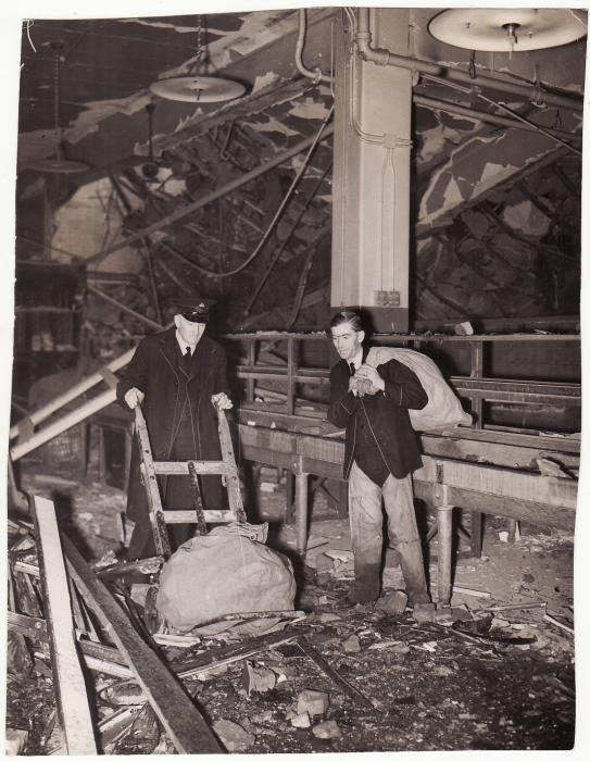 ]19599]  GREAT BRITAIN..WW2 OFFICIAL PRESS PHOTO of BLITZ BOMBING of POST OFFICE...  1940 (Oct 23)